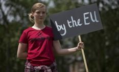 Jovem britânica protesta contra resultado do referendo que decidiu em favor do Brexit Foto: JUSTIN TALLIS / AFP