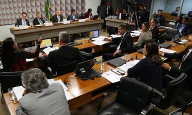 Comissão Especial do Impeachment na sessão desta segunda-feira Foto: Ailton de Freitas / Agência O Globo