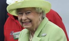 Rainha Elizabeth II sorri para as câmeras em visita à Irlanda do Norte Foto: CLODAGH KILCOYNE / REUTERS