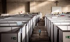 Em Berlim, abrigo para refugiados foi montado em antigo aeroporto Foto: GORDON WELTERS / NYT