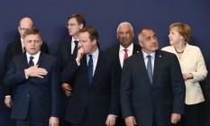 Líderes da UE posam para foto durante reunião de cúpula em Bruxelas: Antonio Costa, de Portugal; Bohuslav Sobotka, da República Checa; Miro Cerar, da Eslovênia; e a chanceler alemã, Angela Merkel (primeira fileira, da esq. para dir.). Na fileira de baixo: Robert Fico, da Eslováquia, David Cameron, do Reino Unido, e Rosen Plevneliev, da Bulgária Foto: JOHN THYS / AFP