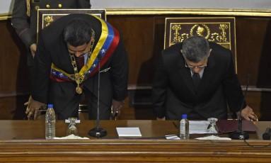 Em janeiro de 2016, presidente venezuelano, Nicolás Maduro, e Presidente da Assembleia Nacional venezuelana, Henry Ramos Allup, se sentam no Parlamento Foto: Juan Barreto / AFP