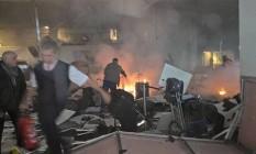 Testemunhas flagram malas abondonadas e cenários de caos no aeroporto Atatürk Foto: Reprodução