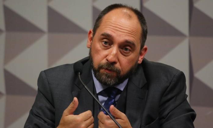 O ex-chefe da AGU Luís Inácio Adams na comissão do impeachment Foto: Ailton de Freitas / Agência O Globo / 28-6-2016