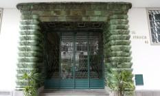 Edifício Itaoca, na Rua Duvivier 43: hall de entrada com mármore e mosaicos mantém características originais. Foto: Fabio Rossi / O Globo
