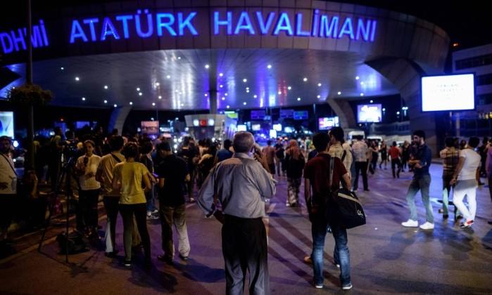 ATAQUE SUICIDA MATA AO MENOS 36 NO AEROPORTO DE ISTAMBUL