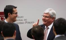 O procurador Deltan Dallagnol conversa com o procurador-geral da República, Rodrigo Janot Foto: Jorge William / Agência O Globo / 28-6-2016