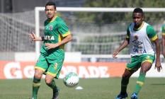 Eder Luis durante treino do Vasco Foto: Paulo Fernandes