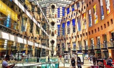 Biblioteca Pública de Vancouver, Canadá Foto: @leozaorj / Instagram