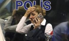 Mulher machucada em atentado em aeroporto de Istambul Foto: AP