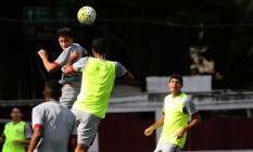 Jogadores do Fluminense treinam jogada de bola aérea nas Laranjeiras Foto: Divulgação