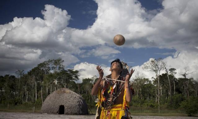 O jikunahati, o cabeça bol, futebol jogado só com a cabeça