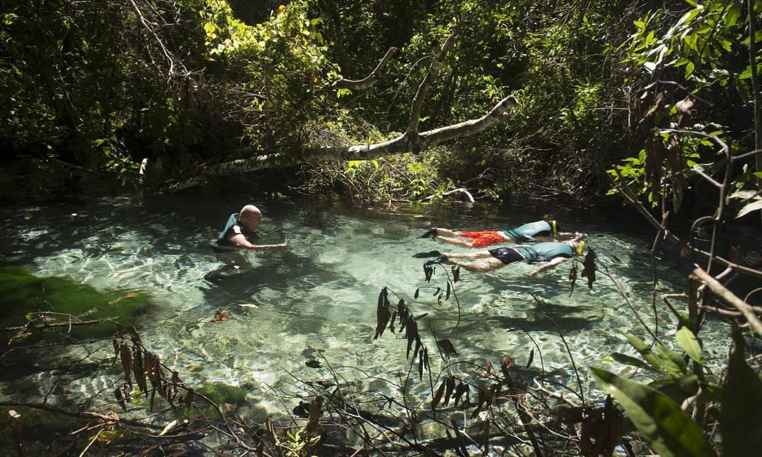 Flutuação no Rio Triste, em Nobres Foto: Márcia Foletto / Agência O Globo
