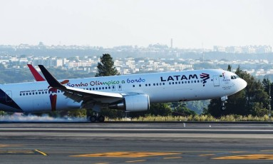 Avião da Latam: governo vai vetar aumento de participação estrangeira Foto: EVARISTO SA / Evaristo Sá/AFP/3-5-2016