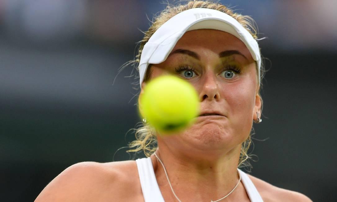 A ucraniana Kateryna Kozlova, durante a partida contra a polonesa Agnieszka Radwanska GLYN KIRK / AFP