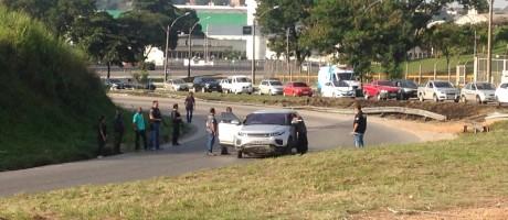 Reconstituição da morte da médica Gisele Palhares, na Linha Vermelha Foto: Giselle Ouchana / O Globo
