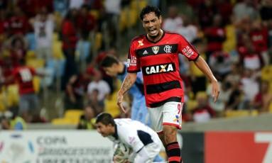 Hernane deixou o Flamengo em 2014 Foto: Marcelo Theobald / Agência O Globo