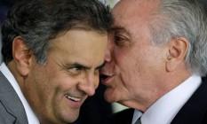 Conversa entre aliados. Aécio Neves e Michel Temer tiveram conversa em jantar oferecido por ministro do STJ Foto: Ueslei Marcelino / Reuters / 12-5-2016