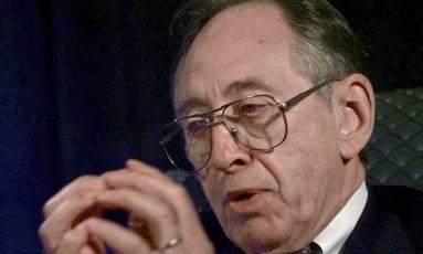 Alvin Toffler fez previsões certeiras como a popularização da internet, o desenvolvimento da clonagem; e as consequências sociais disso Foto: Paulo Sakuma/AP