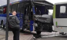 Dois ônibus colidiram na Avenida Presidente Vargas Foto: Custódio Coimbra / Agência O Globo