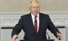 Boris Johnson faz um pronunciamento em Londres Foto: TOBY MELVILLE / REUTERS