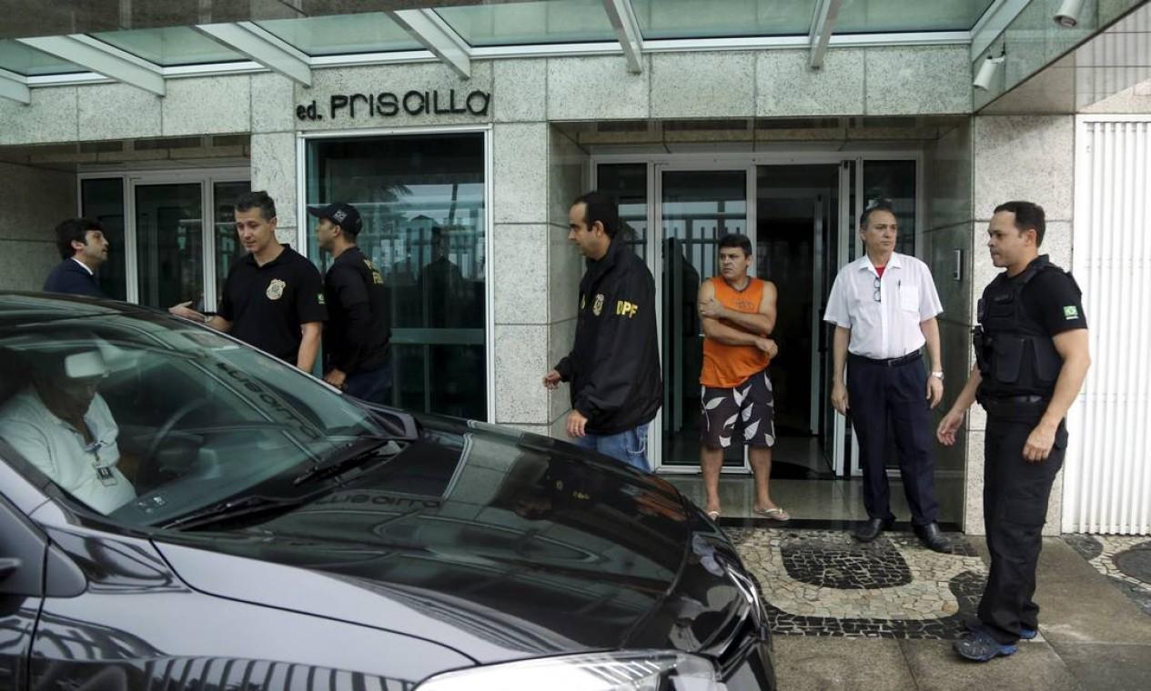 Alvo de mandado de prisão, o empresário não foi encontrado, em sua residência no Rio, e é considerado foragido Foto: Gabriel de Paiva / Agência O Globo