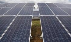 Placas de geração de energia solar Foto: Mariana Greif / Bloomberg
