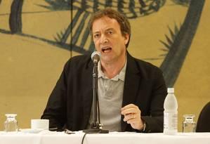 O escritor inglês Misha Glenny Foto: Barbara Lopes / O Globo