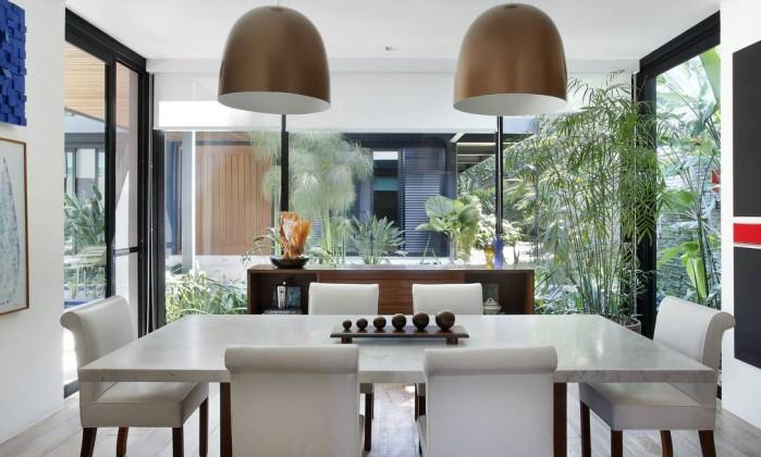 Sala De Jantar Com Janela De Vidro ~ Paredes de vidro trazem a beleza da natureza para a sala de jantar de