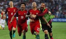 Quaresma comemora a cobrança decisiva que garantiu Portugal nas semifinais da Eurocopa Foto: Kai Pfaffenbach / REUTERS