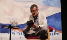 Álvaro Enrigue lê trechos de seu novo romance, 'Morte súbita', na Flip 2016 Foto: Alexandre Cassiano / Agência O Globo