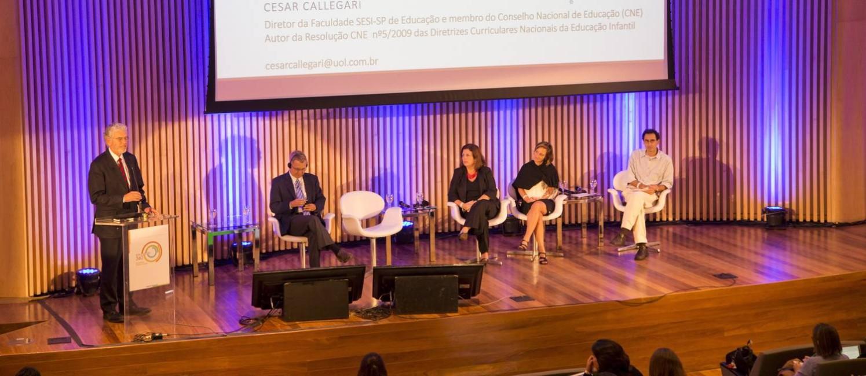 Evento debateu políticas públicas e práticas pedagógicas Foto: Guito Moreto / Agência O Globo