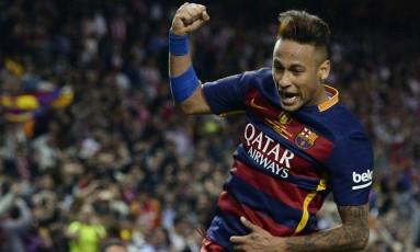 Multa rescisória de Neymar em novo contrato com o Barcelona chegará ao mesmo patamar do argentino Lionel Messi Foto: JOSEP LAGO / AFP