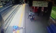 Passageira foi arrastada por 10 metros após prender a mão na porta do metrô Foto: © Department for Transport