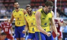 Bruninho comemora um ponto na vitória do Brasil sobre a Polônia, por 3 sets a 0, pela Liga Mundial de vôlei Foto: Divulgação/FIVB