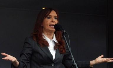 Presidente Cristina Kirchner usou as redes sociais para criticas operações de busca em dez de suas propriedades Foto: MARTIN ACOSTA / REUTERS