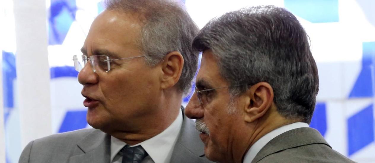 O presidente do Senado, Renan Calheiros (PMDB-AL), ao lado do senador Romero Jucá (PMDB-RR) Foto: Ailton de Freitas / Agência O Globo / 16-6-2016