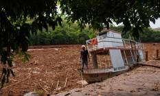 Lama no Rio Doce quatro dias depois do rompimento da barragem de rejeitos de mineração em Mariana Foto: Daniel Marenco / Agência O Globo