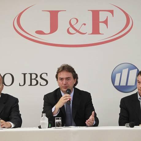 Emerson Loureiro, Joesley Batista e Alberto Matone em 2011 Foto: Marcos Alves / Agência O Globo / 14-3-2011
