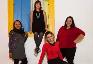As intérpretes de libras Erika Mota, Carolina Fomin, Naiane Olah e Lívia Vilas Boas Foto: Barbara Lopes / Agência O Globo
