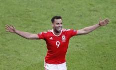 Robson Kanu comemora o segundo gol de Gales contra a Bélgica Foto: Michael Sohn / AP