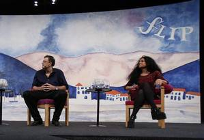 A mediadora Maria Lucia Homem, Christian Dunker e Paula Sibília na mesa 'O show do eu' Foto: Alexandre Cassiano / Agência O Globo