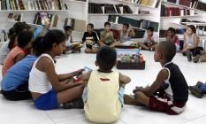 A blioteca comunitária da fundação é a única disponível à comunidade da região do Caju Foto: Luciana Paschoal / Divulgação