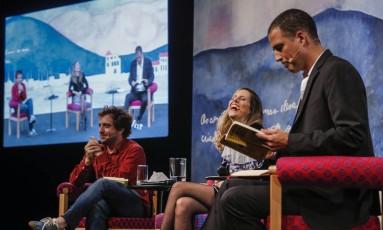 Gregorio Duvivier (à esquerda), Tati Bernardi e Ricardo Araújo Pereira Foto: Alexandre Cassiano / Agência O Globo
