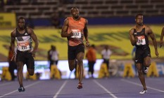 Usain Bolt, ao centro durante a seletiva jamaicana para os 100m, nesta sexta-feira, em Kingston Foto: RICARDO MAKYN / AFP