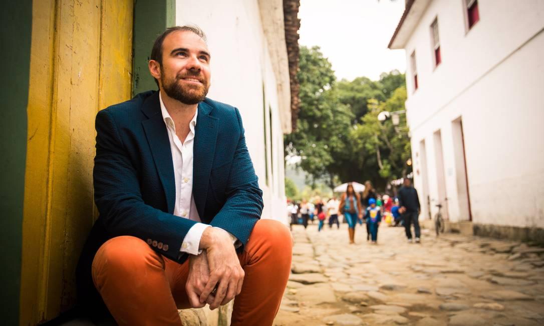 """Editor da revista """"Words without borders"""", americano traduziu para o inglês poemas do goiano Edival Lourenço e da carioca Alice Sant'Anna Foto: Agência O Globo"""