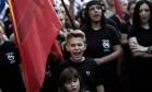 Nas ruas. Manifestantes do Aurora Dourada protestam em Atenas: crise econômica reduz o grau de aceitação do bloco e reforça partidos nacionalistas Foto: ANGELOS TZORTZINIS / AFP/16-9-2015