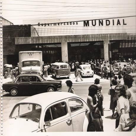 Movimento. Filial do Mundial na Rua Conde de Bonfim, na Tijuca, na década de 1970 Foto: Divulgação