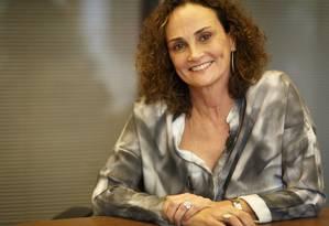"""Símbolo. Elena Landau ficou conhecida como a """"musa das privatizações"""" na década de 1990, quando trabalhou no Programa de Desestatização: para ela, casos de sucesso reduziram o preconceito com a venda de empresas ao setor privado Foto: Fernando Lemos / O Globo"""
