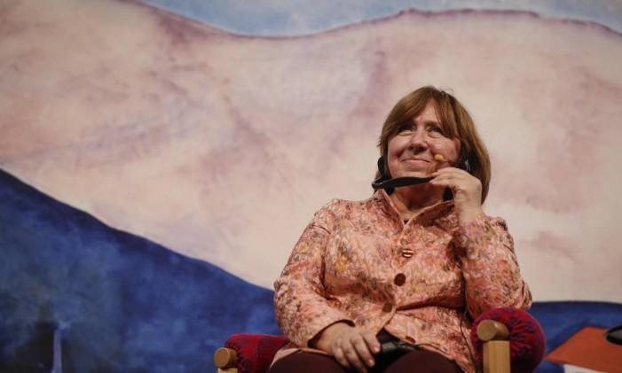 Svetlana Alekiévitch participou de uma mesa no sábado de Flip Foto: Alexandre Cassiano / Agência O Globo